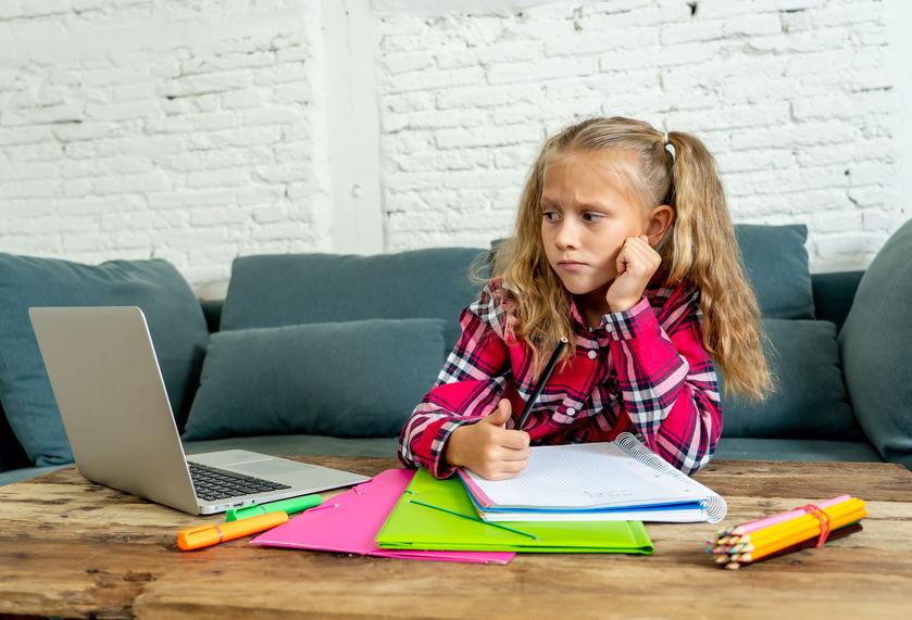 Prawidłowa postawa dziecka przy laptopie